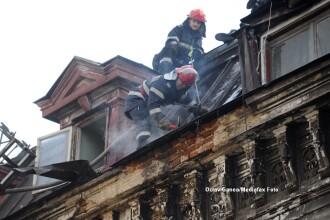 Incendiul din Centrul Vechi al Capitalei a fost stins. O femeie a suferit arsuri usoare