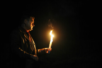 Lumanarile nesupravegheate au dus la 10 incendii in Capitala in noaptea de Inviere