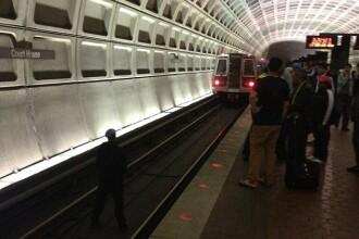 Un barbat a vrut sa se sinucida, sarind in fata metroului. Nimeni nu se astepta la ce a urmat. FOTO