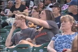 Ce a patit un tanar in fata unui stadion intreg, pentru ca a refuzat sa isi sarute iubita. VIDEO