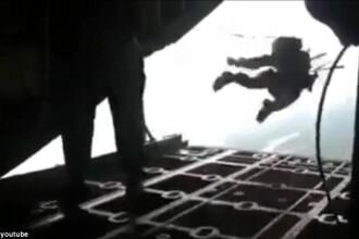 VIDEO. Momentul in care parasuta unui soldat se deschide accidental, punandu-i viata in pericol