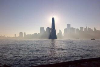 Moment istoric pentru New York: One World Trade Center este de azi cea mai inalta cladire din Vest