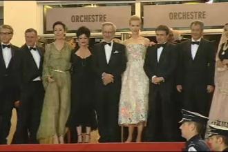 Cannes 2013. Cristian Mungiu, aparitie eleganta pe covorul rosu alaturi de Nicole Kidman