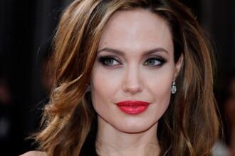 Portret topless controversat al Angelinei Jolie dupa operatia de dubla mastectomie