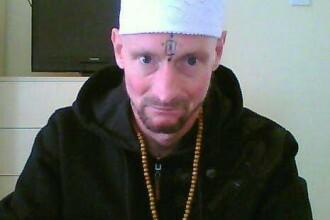 Ce si-a tatuat un barbat pe frunte.