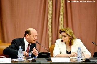 Surse: Roberta Anastase se casatoreste in 30 iunie. Traian Basescu ar urma sa-i fie nas