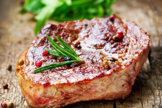 Excesul de carne dauneaza sanatatii, insa nu e indicata nici scoaterea ei din alimentatie. Ce recomanda medicii