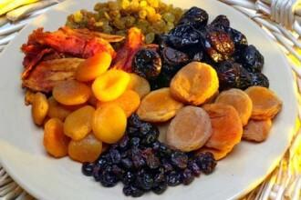 Beneficiile fructelor uscate natural. Cum le puteti consuma pentru a le pastra proprietatile
