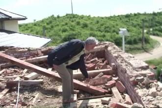 Dezastrul lasat de vijeliile extreme din Romania. Acoperisuri de spitale, distruse,un tren a deraiat