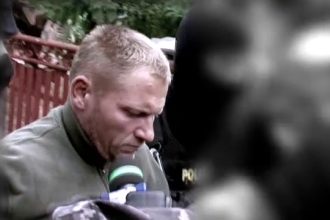 Barbatul suspectat ca a violat, ucis si transat o femeie, adus la Topoloveni pentru perchezitii