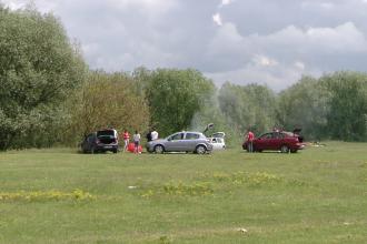 Vremea rea le-a stricat planurile timisorenilor. Putini s-au incumetat sa aprinda gratarele la Padurea Verde, de 1 mai