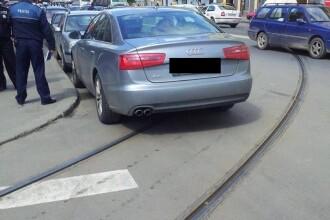 Imaginea nesimtirii pe o strada din Cluj. Cum a parcat soferul unui Audi cu numar de Bucuresti. FOTO