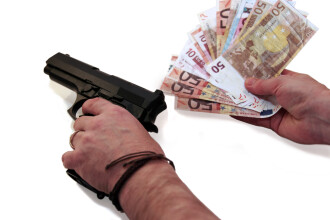 Un fost prefect din Romania e acuzat ca a incercat sa comande un asasinat. Presupusul criminal era un ofiter sub acoperire