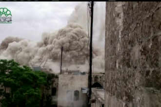 Rebelii sirieni au aruncat in aer un hotel, baza a fortelor guvernamentale. 14 oameni au murit si 100 au fost raniti