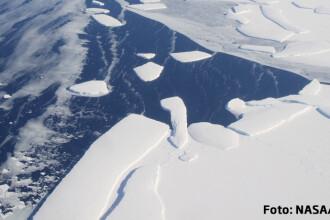 Studiu: Antarctica pierde la fiecare doi ani o cantitate de gheata echivalenta cu greutatea Everestului