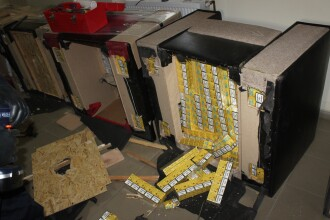 Politistii de frontiera din Maramures au descoperit tigari de contrabanda ascunse in piese de mobilier