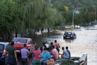 COD ROSU pe raul Olt si COD PORTOCALIU in 11 judete. Bilantul ploilor din ultimele ore:zeci de gospodarii si drumuri inundate