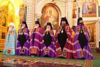 The Independent ironizeaza Biserica Ortodoxa rusa: Ne opunem barbatilor cu barba, in rochii, spun barbati cu barba, in rochii