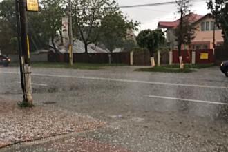 Ploaie cu gheata in mijlocul lunii mai. Imagini primite de la un utilizator din Bacau