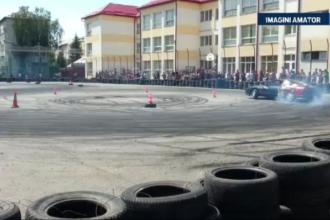 Elevii unei scoli generale din Bistrita au ramas fara teren de sport din cauza unui eveniment de drifturi auto