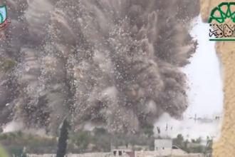 Momentul in care rebelii din Siria arunca in aer o baza a armatei lui Bashar al-assad.