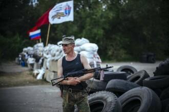 CRIZA IN UCRAINA. Combatanti prorusi au ocupat o unitate militara din Donetk