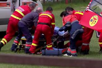Un autocar cu 24 de turisti belgieni, cazut intr-o rapa de 5 metri. Toti pasagerii au avut nevoie de ingrijiri medicale