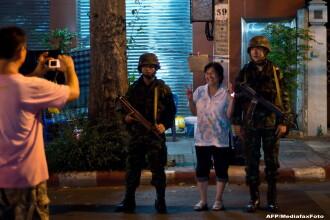 Thailanda - tara loviturilor de stat. Turistii incep sa ocoleasca Bangkokul, in timp ce localnicii isi fac selfie cu soldatii