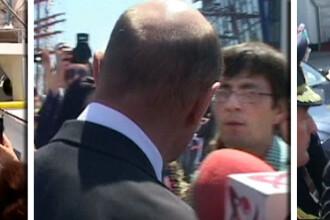 Barbatul care l-a scuipat pe Traian Basescu va fi eliberat. Anchetatorii au schimbat incadrarea juridica in cazul sau
