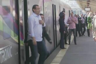 Victor Ponta, huiduit de un grup de tineri in Gara de Nord. Premierul a sugerat ca protestul ar fi fost orchestrat de Basescu