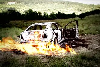 Cadavru carbonizat gasit intr-o masina arsa complet, in Bistrita. Primele indicii sugereaza o executie in stil mafiot
