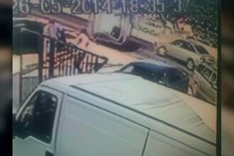 Imagini surprinse de camera de supraveghere. O tanara de 19 ani, la un pas de moarte, dupa ce s-a rasturnat cu masina