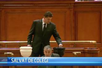 STIRI INTERNE PE SCURT. Deputatul Florin Popescu si-a facut cruce dupa ce a scapat de catuse, iar BEC a fost dat in judecata