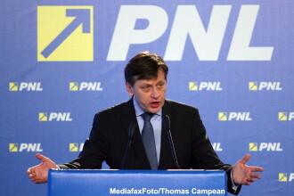 Antonescu ataca: Tariceanu e un cadavru ambulant, Ponta e mai periculos decat Basescu
