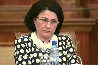 Reacţia ministrului, după ce la simularea de Evaluare Naţională un subiect a fost greşit