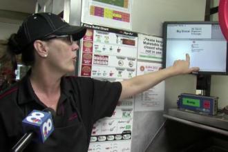 O femeie tinuta ostatica de iubitul ei s-a salvat cu ajutorul firmei de pizza. Ce mesaj a trimis