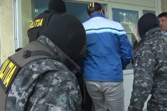 Perchezitii in Dambovita, la camatari si proxeneti: 47 de persoane au fost duse la audieri. Care e prejudiciul