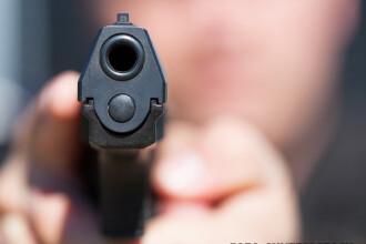 Un elev de 14 ani a fost inculpat in Franta dupa ce a venit cu o arma incarcata la scoala. Tanarul se temea ca va fi agresat