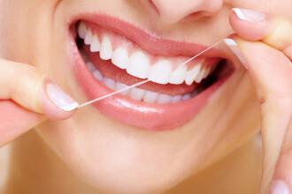 Importanta unei igiene perfecte a cavitatii orale. De ce este nevoie sa folosim neaparat ata dentara si apa de gura zilnic