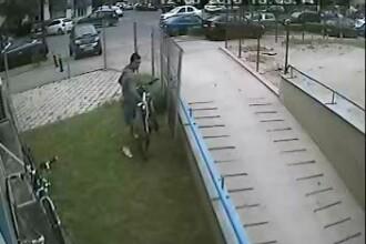Cat de usor se fura o bicicleta, ziua in amiaza-mare, in Capitala. Imagini surprinse de o camera de supraveghere. VIDEO