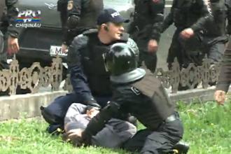 Parada gay din Chisinau s-a lasat cu violenta. Preotii s-au batut cu politistii si crestinii au dat cu oua in participanti
