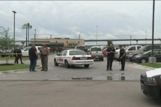 Politist injunghiat de mai multe ori pe un aeroport in SUA. Atacatorul a strigat