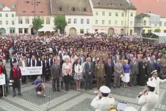 Festivitati pe strazile Sibiului. Peste 2.500 de tineri au sarbatorit terminarea facultatii si finalul studentiei