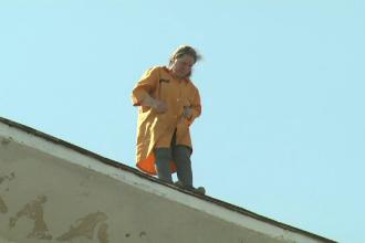 Ultimele cuvinte ale femeii care s-a aruncat de pe bloc, dupa ce a stat 35 de ore pe acoperisul imobilului din Capitala
