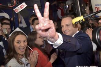 Preşedintele polonez propune interzicerea adopţiilor pentru cuplurile gay