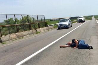Incident bizar pe drumul spre Calarasi. Soferii riscau sa dea peste un barbat care se odihnea in mijlocul soselei