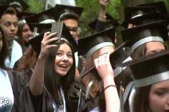 Parada in Cismigiu. Cum au defilat absolventii de la cel mai prestigios liceu din Bucuresti