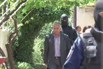Primarul municipiului Tulcea a fost retinut. Ce acuzatii i-au adus oamenii adunati in fata curtii