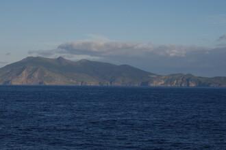 O insula din Japonia a fost complet evacuata in urma eruptiei unui vulcan.