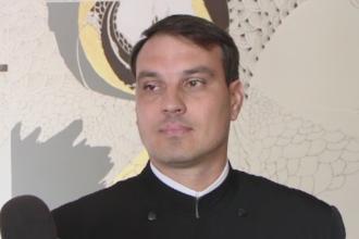 Bebelusul scapat de preot in timpul botezului, in continuare in stare grava: